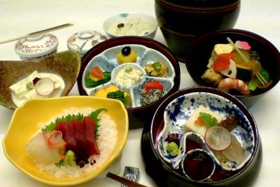 豆富と湯波料理「月山」茶壷弁当・花