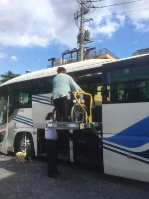 リフト付き貸切バス - 乗降